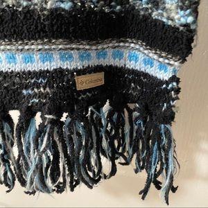 Ladies Columbia knit scarf.